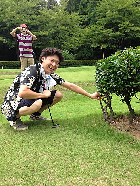 加賀会長のゴルフボール木に引っかかる1