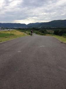 道幅の広い 淀川サイクリング・ロード