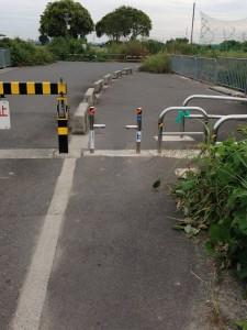 淀川サイクリング・ロードの自転車止め