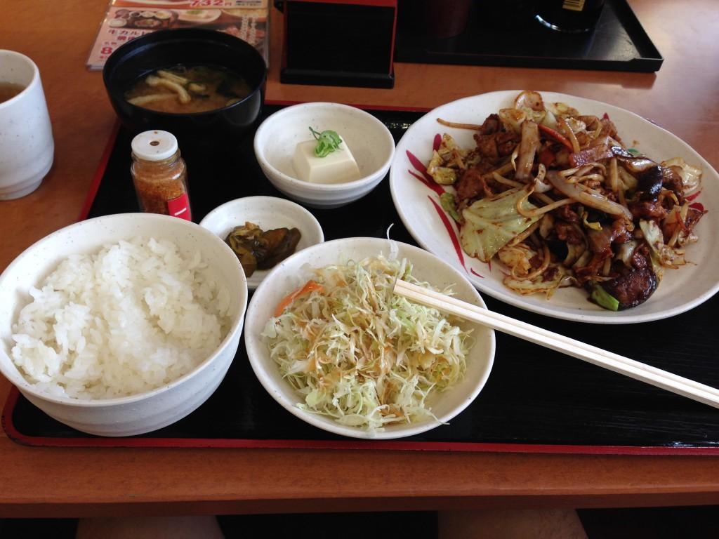 「宮本むなし」の豚ナス味噌炒め定食+サラダ
