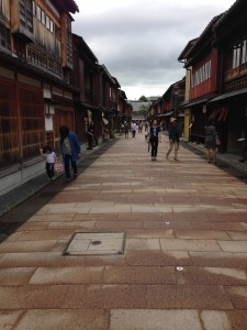昔の町並みを復活した金沢市内
