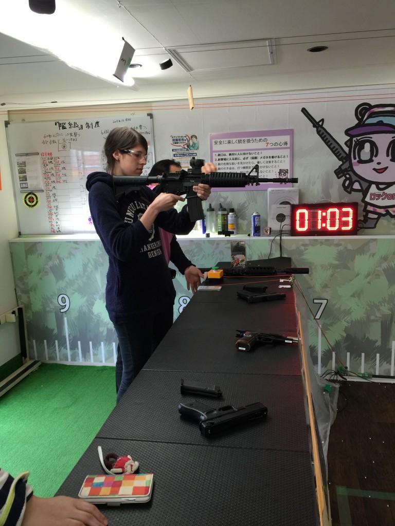 岩堀さんのシューティング・カフェで射撃